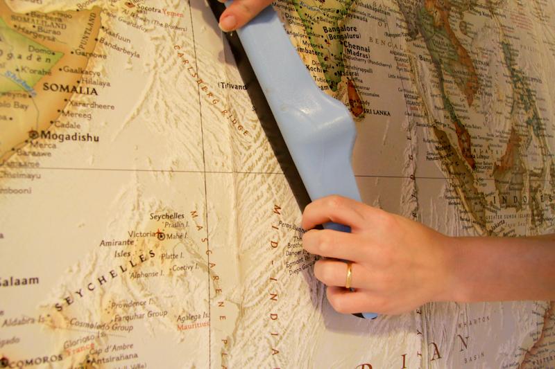 Brico aplicando seu pr prio papel de parede - Papel pared mapa mundi ...