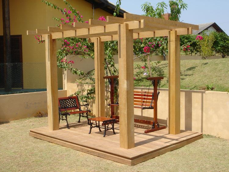 cerca de madeira para jardim passo a passo:Apesar das proporções, esta estrutura é um típico pergolado